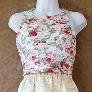 2/$20 NWOT Guess Rose floral crop top